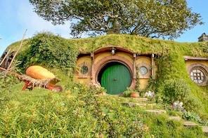 Auckland Shore Excursion: Small-Group Hobbiton Film Set Tour