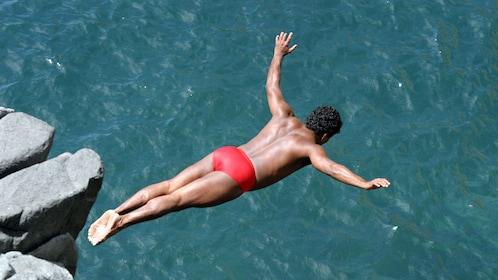 Cliff diver in Acapulco