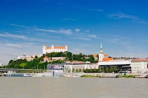 Bratislava: Tagesausflug ab Wien mit Bus und Boot