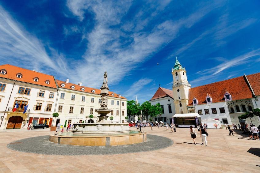 Foto 4 von 10 laden Bratislava: Day Trip from Vienna by Bus and Boat