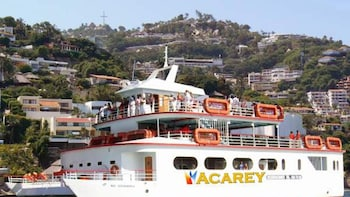 Acarey Bay Cruise with Live Music & Open Bar
