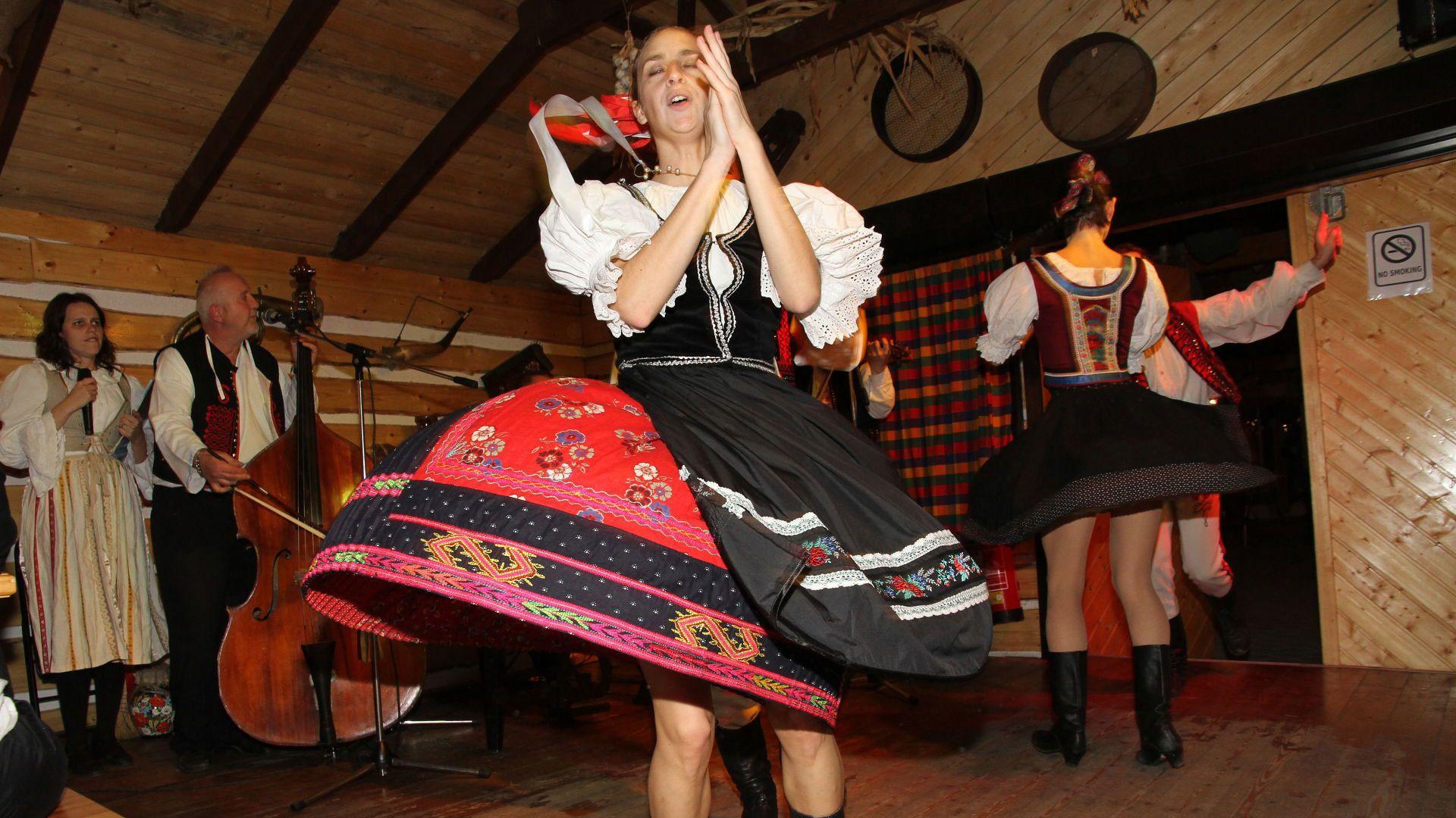 Folkloreshow und Abendessen inklusive Transport