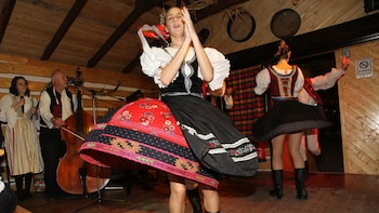 Folklore Show & Dinner with Transport
