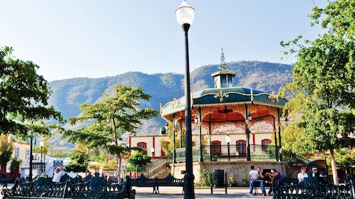 Gazebo with mountains in the background in Guadalajara