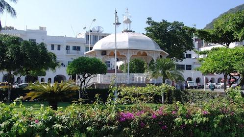 Gazebo and gardens in Manzanillo