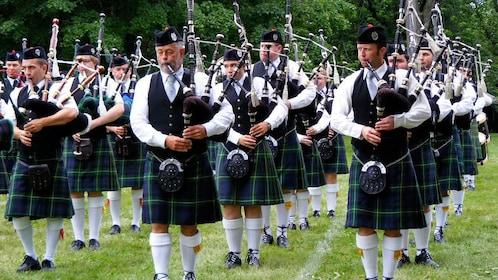 Bag pipe players in Edinburgh