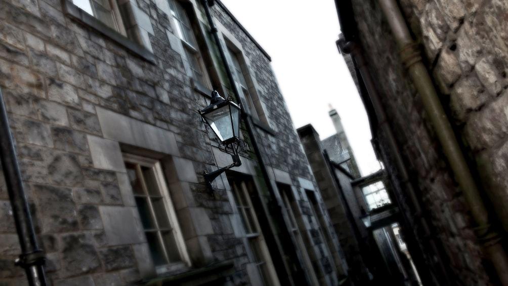 正在顯示第 3 張相片,共 5 張。 alleyway in Edinburgh