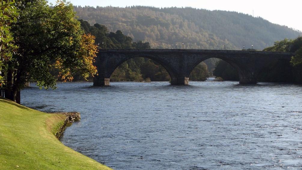 正在顯示第 3 張相片,共 8 張。 river and bridge in edinburgh