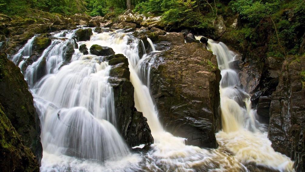 正在顯示第 2 張相片,共 8 張。 waterfall in edinburgh