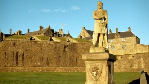 statue in scotland