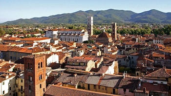 Heldagstur til Pisa og Lucca