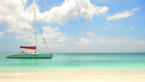 Sail boat in the sun in Grand Cayman