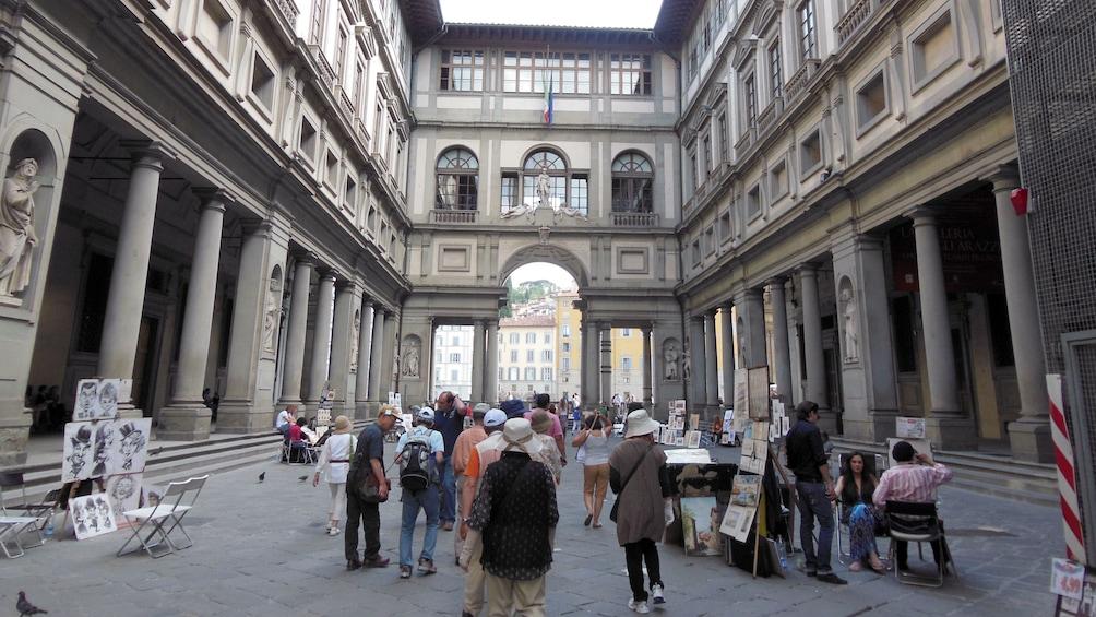 แสดงภาพที่ 3 จาก 8 Interior area at Uffizi Gallery Guided Tour in Florence Italy