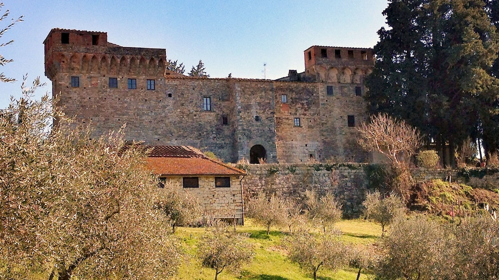 Foto 5 von 5 laden Brick building on Tuscany Wine Tasting Tour in Italy