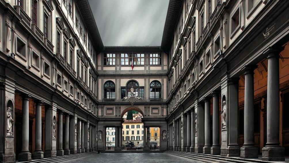 แสดงภาพที่ 2 จาก 10 Uffizi Gallery Tickets with Skip-The-Line Admission