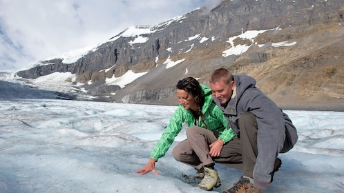 Couple analyzing the Columbia Icefields
