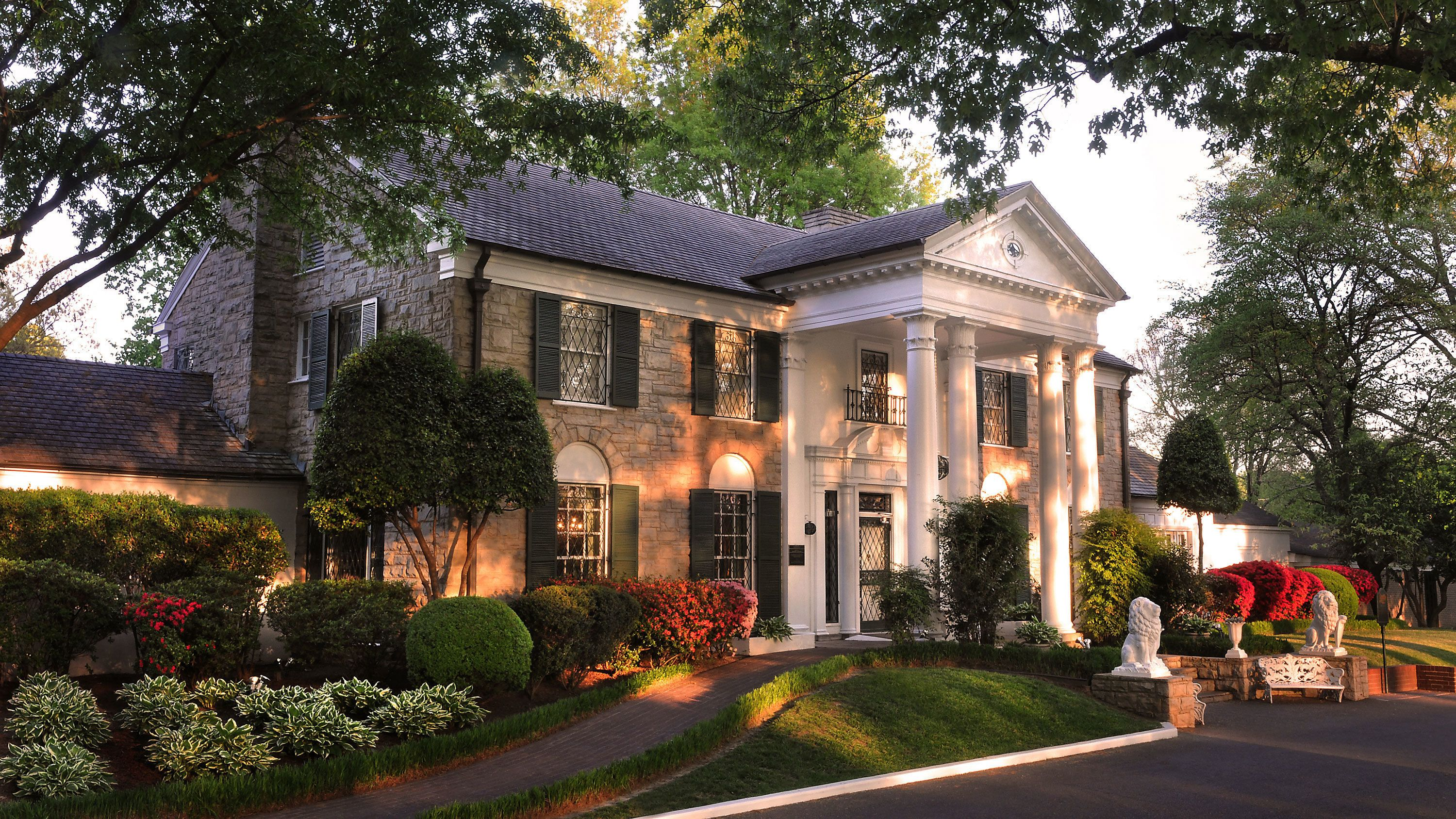 exterior of home at graceland in memphis