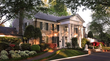 VIP Graceland® Tour with Front-of-the-Line Entry & Exclusive Exhibit Access