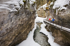 Discover Banff: Johnston Canyon Icewalk Tour