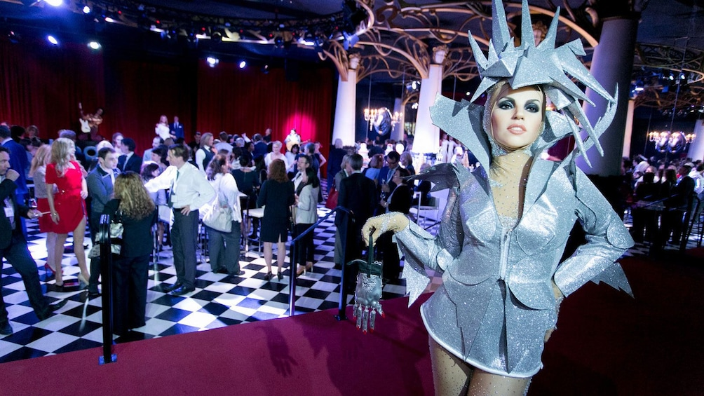 Apri foto 1 di 7. wax figure of the singer Lady Gaga