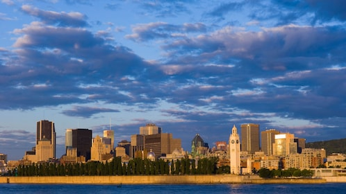Panoramic shot of downtown Montreal at dusk