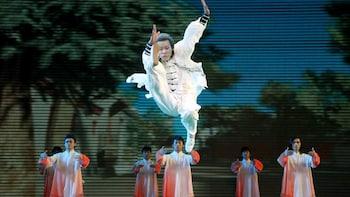 Pertunjukan Malam Kungfu dengan Transportasi
