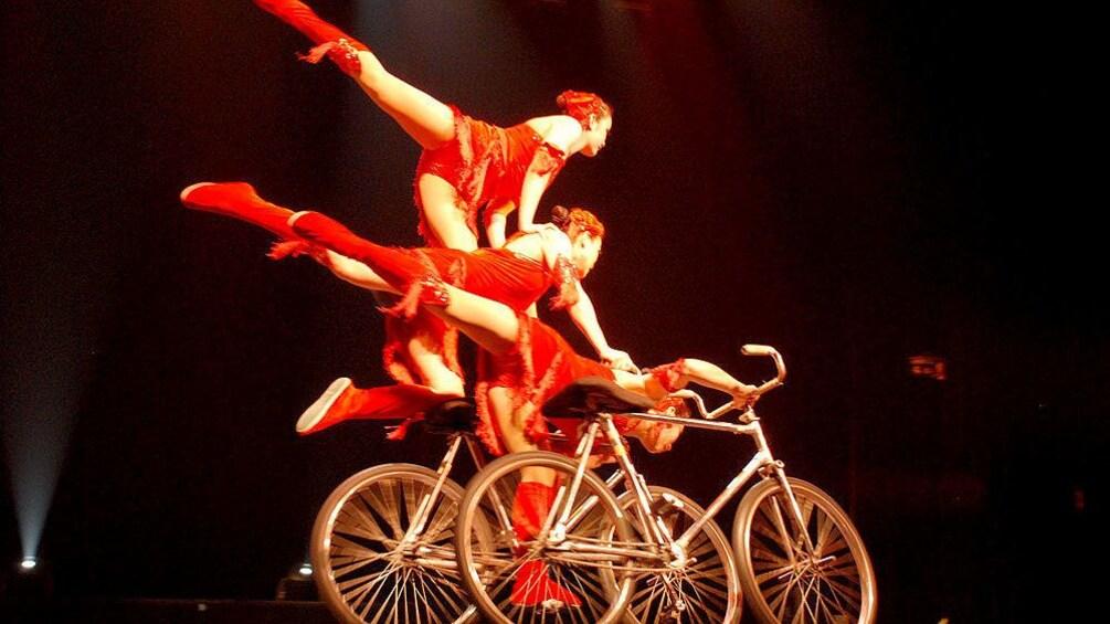 正在顯示第 5 張相片,共 10 張。 Acrobatic tricks performed on bicycles in Beijing