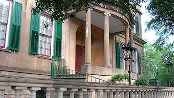 Historic Homes and Architecture Walking Tour