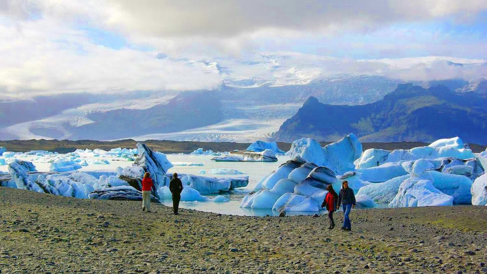Tourists on the coast of Reykjavik and glaciers