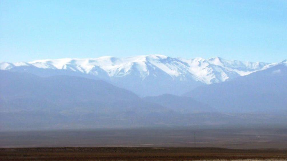 Charger l'élément 5 sur 5. View of the snow-topped Atlas Mountains in Marrakech
