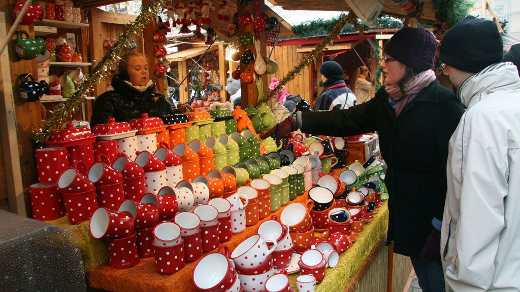 Tourists buying souvenirs during winter time in Budapest