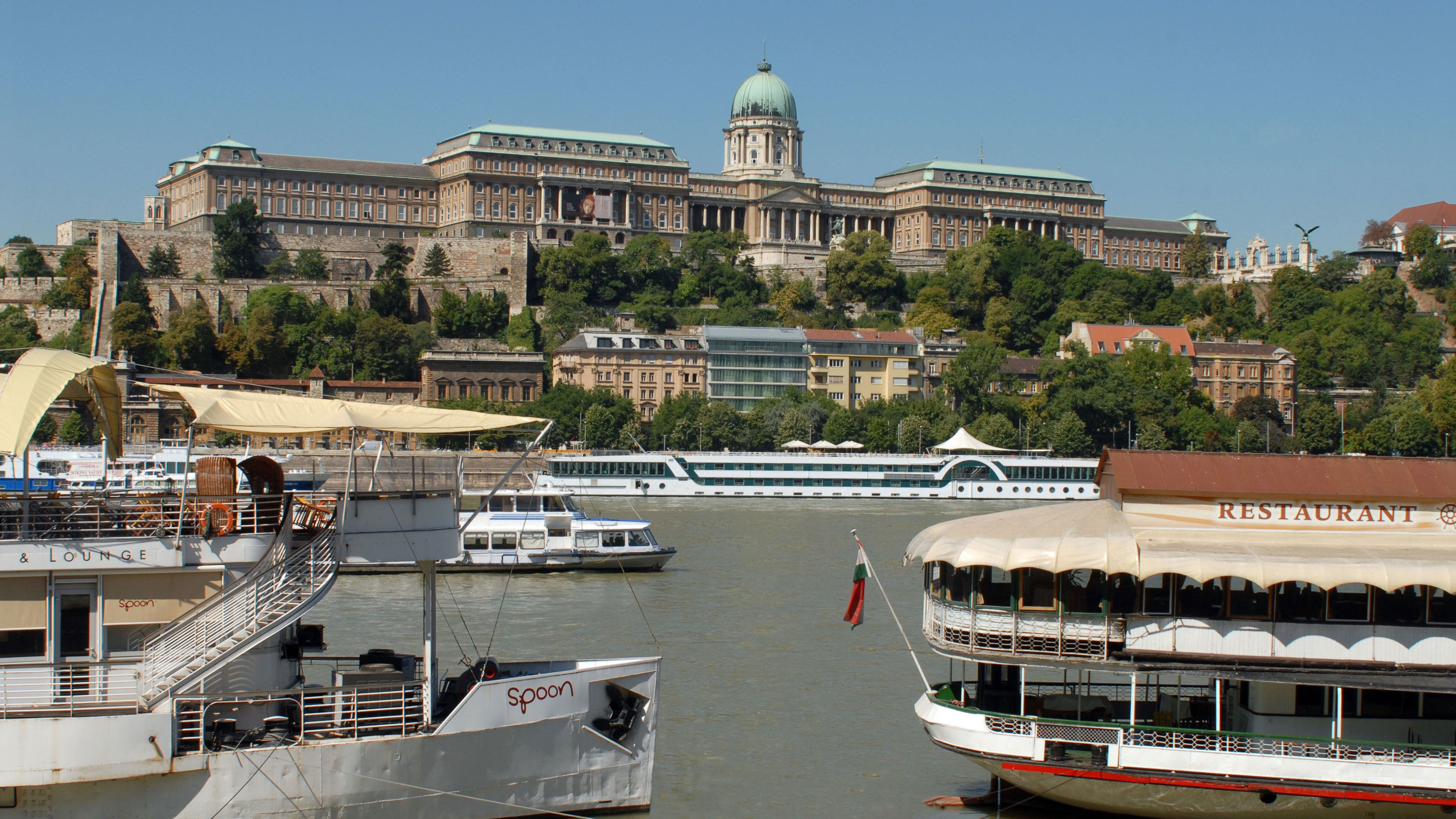 Half-Day Sightseeing Tour with Optional Parliament or Cruise