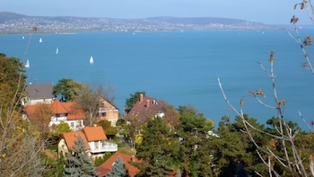 Skip-the-Line Lake Balaton Day Tour with Lunch & Boat Cruise