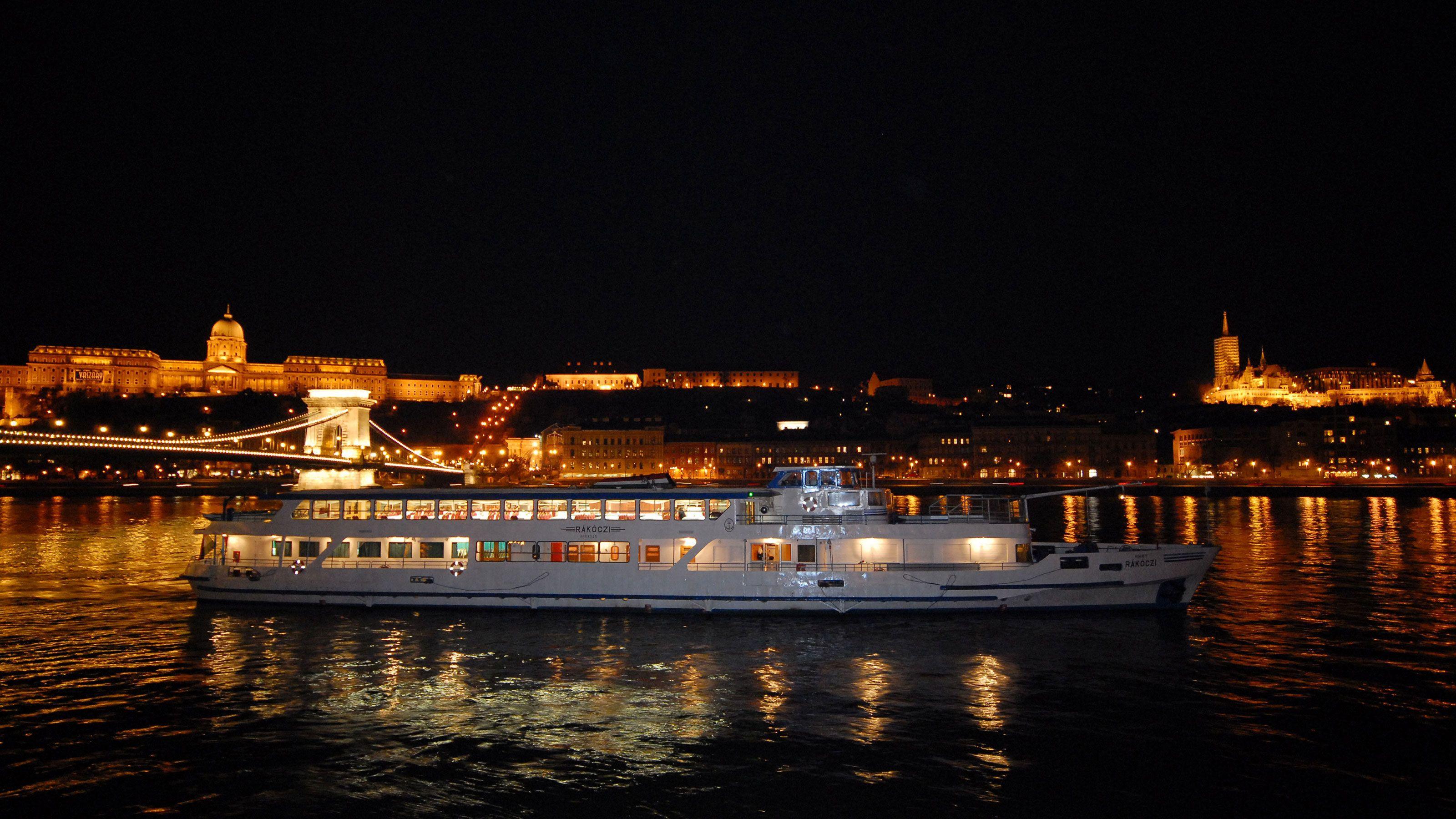 Sejltur med middag på Donau