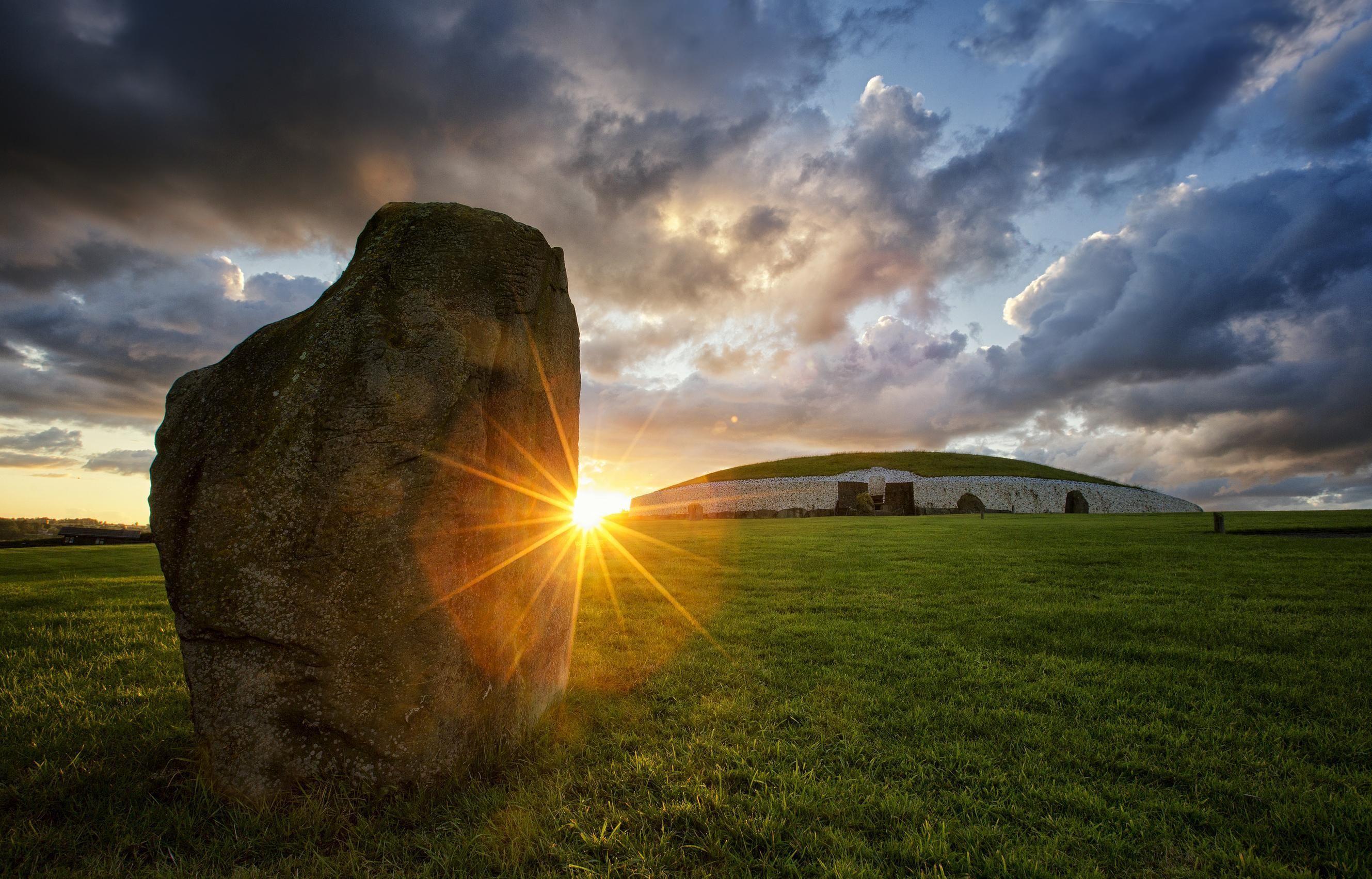 Newgrange Passage Tomb & Hill of Tara Full-Day Tour