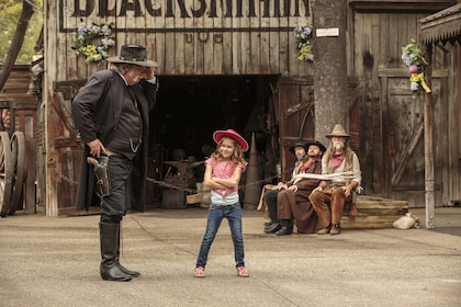 Hero - Ghost Town Alive Sheriff and Girl with bandits tied up.jpg