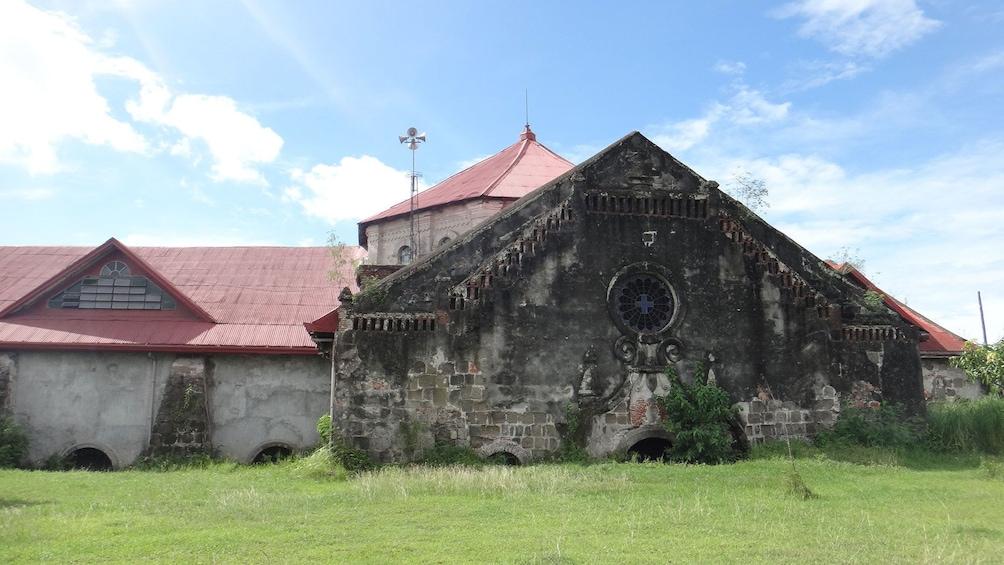 Foto 3 von 6 laden Ruins in Subic Bay