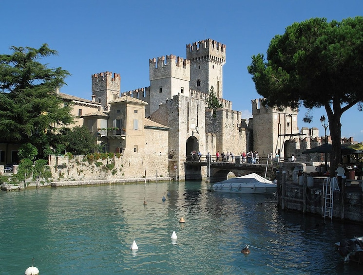 Charger l'élément 3 sur 8. Verona & Lake Garda Tour