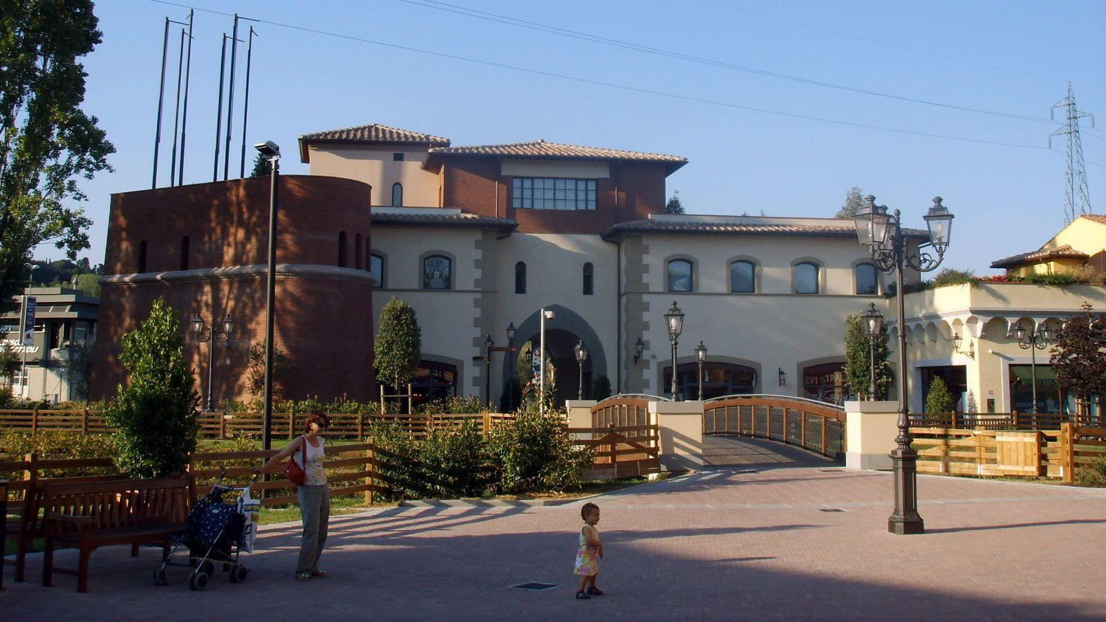 vicolungo outlet exterior near Milan