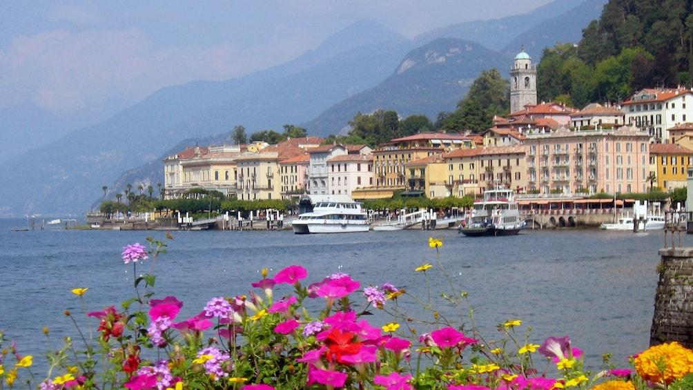 Foto 2 van 8. Lake como near Milan, Italy