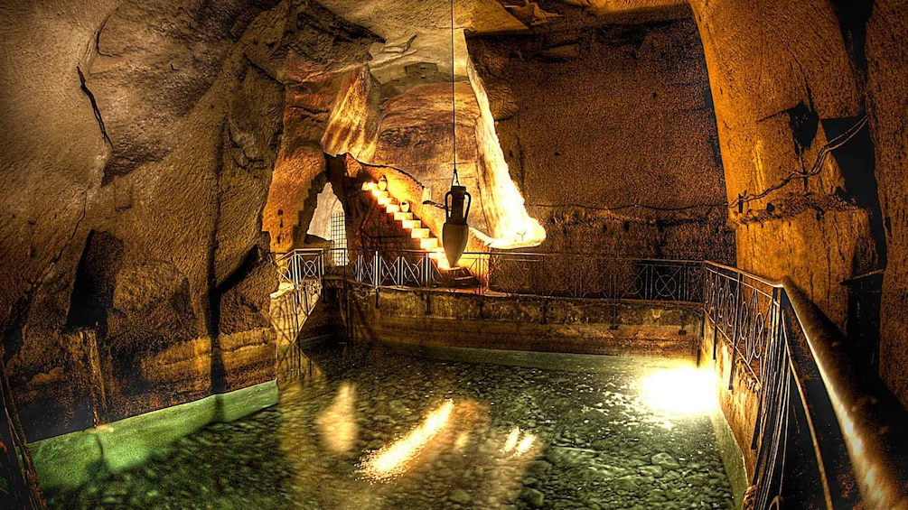 Apri foto 1 di 5. An amphora vase suspended over a body of water in the underground roman tunnels in Naples