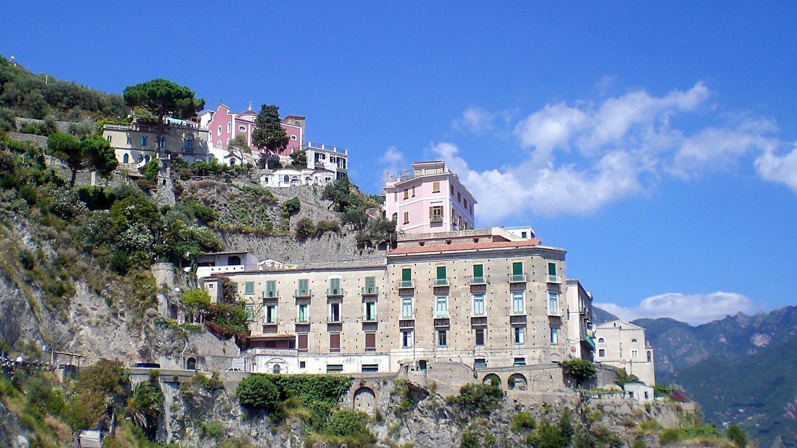 buildings on the amalfi