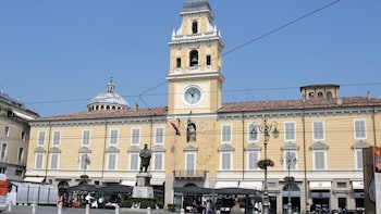 Parma City Centre Walking Tour with Local Food Tastings