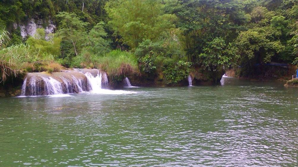 Foto 4 von 5 laden Small water fall in Bohol