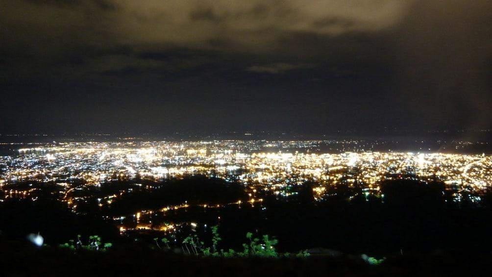 Foto 1 von 5 laden Stunning Private Panoramic City Tour at night in Cebu