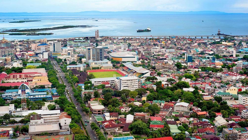 Foto 3 von 5 laden Stunning day time view of the city of Cebu