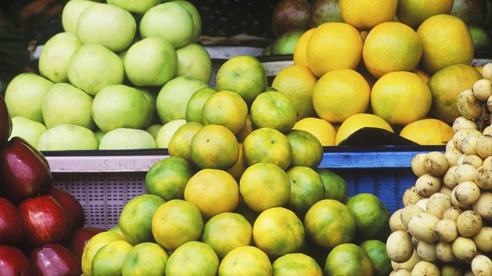 Foto 5 von 5 laden Fruits on display in the streets of Cebu