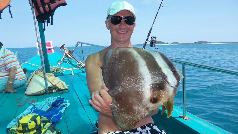 แสดงภาพที่ 3 จาก 5 Man holding large fish in Koh Samui