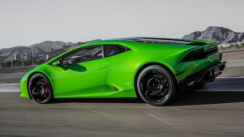 Lamborghini Huracan V10 takes a curve