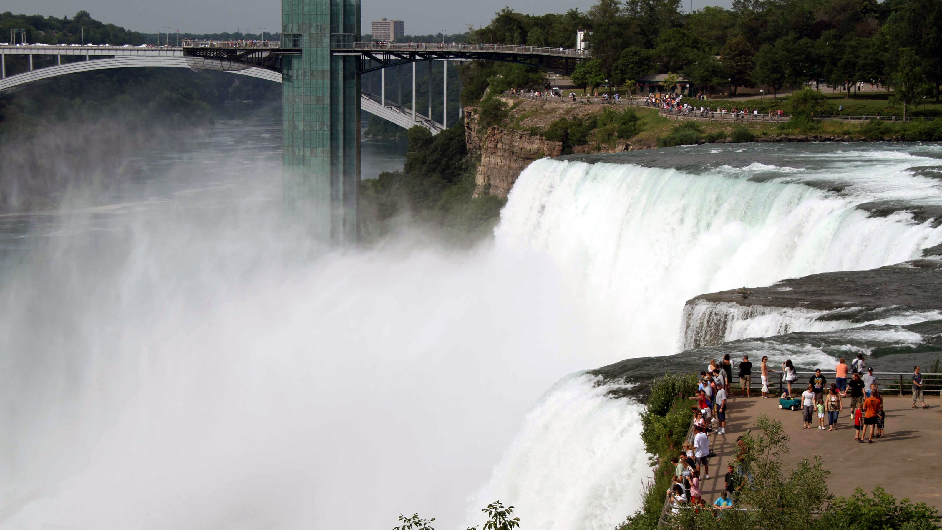 Observation point at Niagara Falls with the Rainbow Bridge in the background